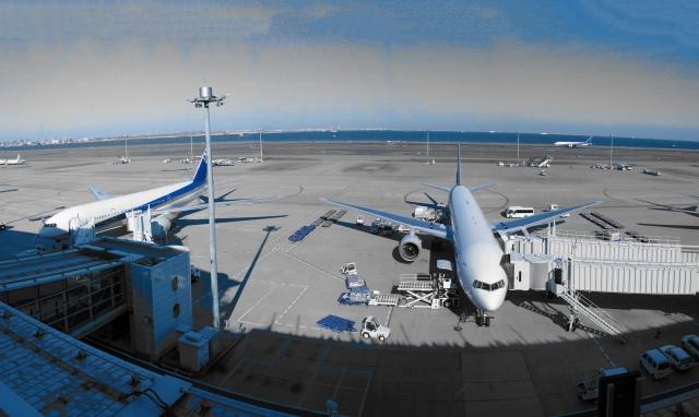 空港にいる飛行機